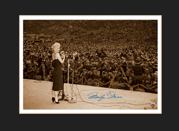 Lithograph - 11x14 Marilyn Sings To The Troops-0